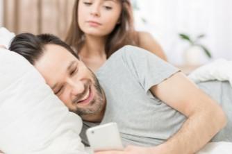 5 sinais de que você é uma pessoa ciumenta e possessiva